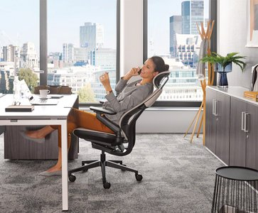 Why is it important to combine furniture & accessories for a functional office space?